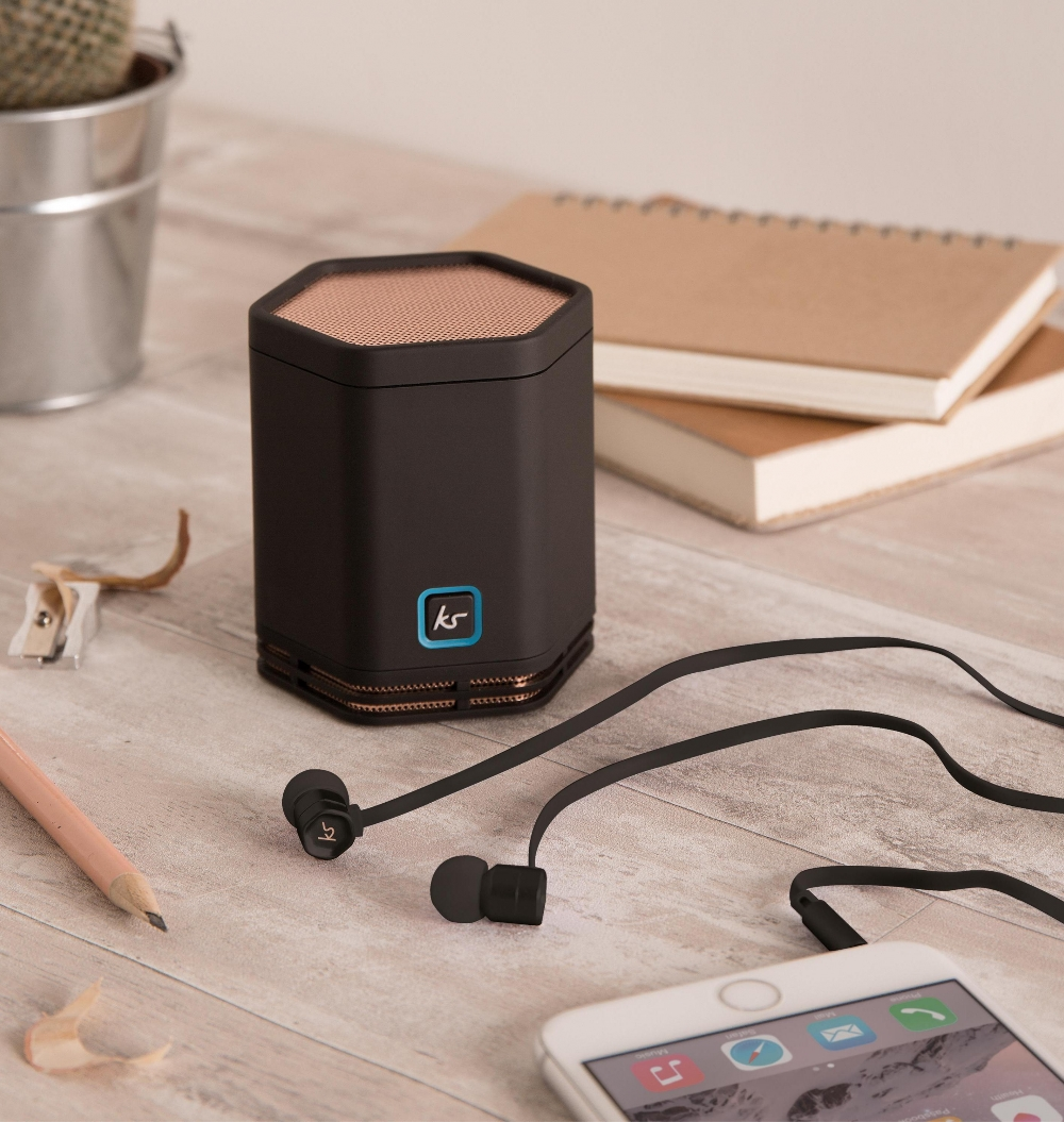 Boxa portabila KitSound Hive cu bluetooth si NFC + casca cu fir stereo KitSound Hive cu buton de raspuns pe fir, Pachet bundle KSEVBUNRG